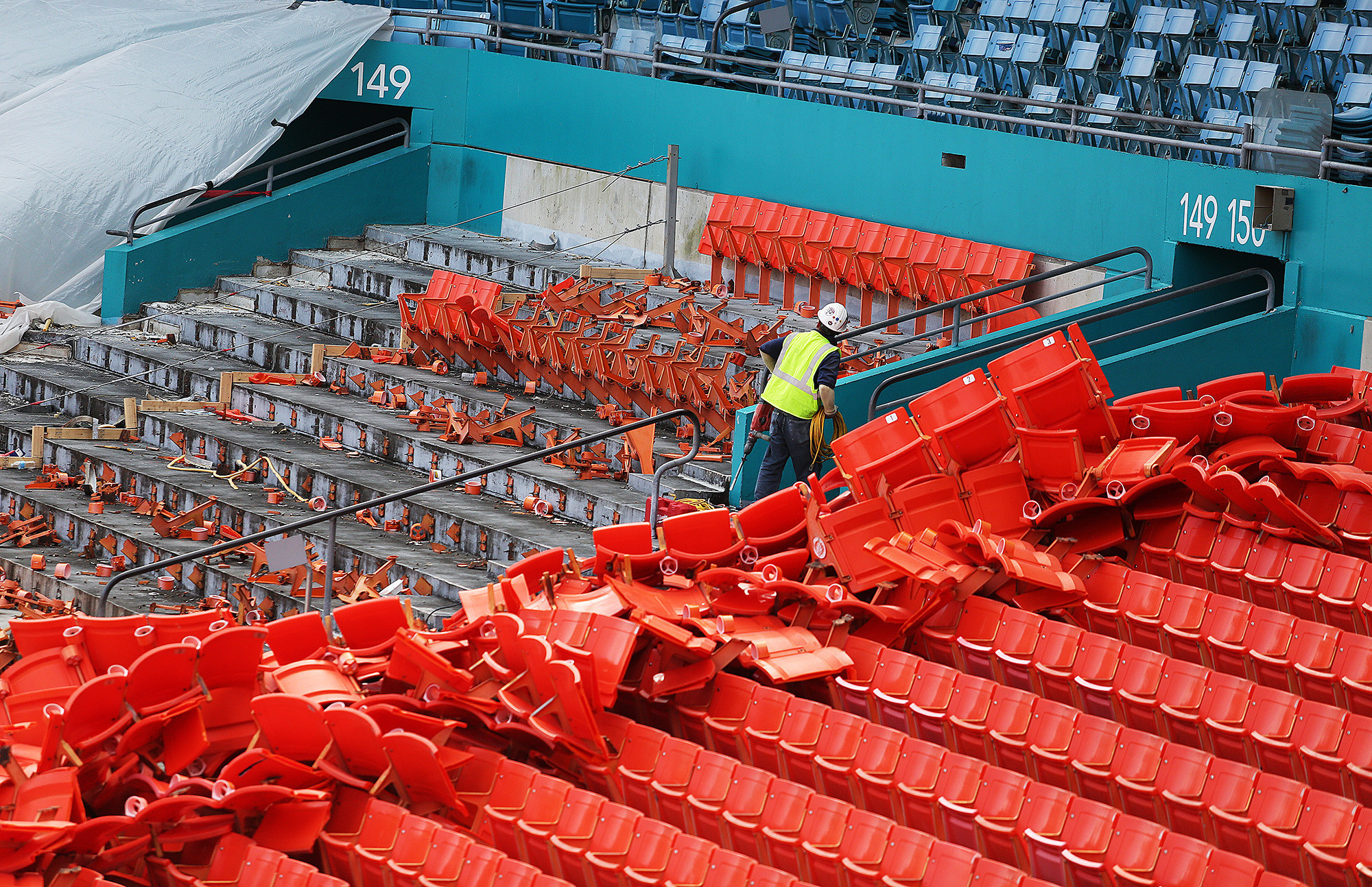 sfl-dolphins-to-sell-old-sun-life-stadium-seats-video-20150707.jpg